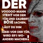 Der Voodoo-Mann steht vor der Tür und zaubert böse Sachen. Lässt du ihm Süßes vor der Tür, wird er's woanders machen!