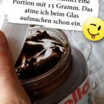 Nutella bezeichnet eine Portion mit 15 Gramm. Das atme ich beim Glas aufmachen schon ein.