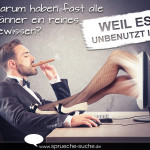 Männer Spruch - Mann sitzt vor Bildschirm und schaut sich Pornos an