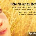 Spruchbild: Frau versucht trotz Trauer zu lächeln