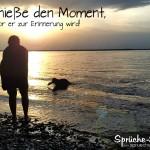 Nachdenkliches Spruchbild: Mädchen spielt mit ihrem Hund am See