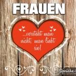 Rots Herz mit lieben Spruch über Frauen auf Holzhintergrund