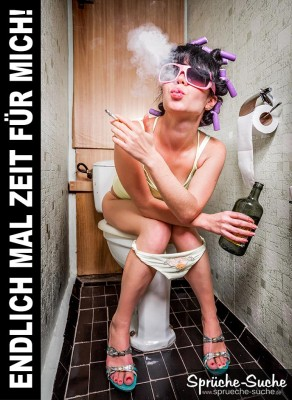 Junge Frau auf Toilette macht eine Pause und freut sich mal kurz für sich zu sein