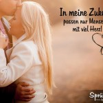Liebesspruch - Mann küsst Frau auf die Stirn