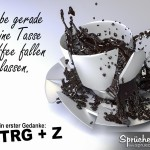 Tasse Kaffee fällt auf Boden und zerspringt