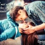 Junge und Mädchen gehen auf Abstand und küssen sich dann | Neuanfang Beziehung