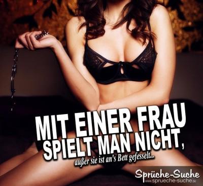 Bild von ans Bett gefesselter Frau - Sexspruch