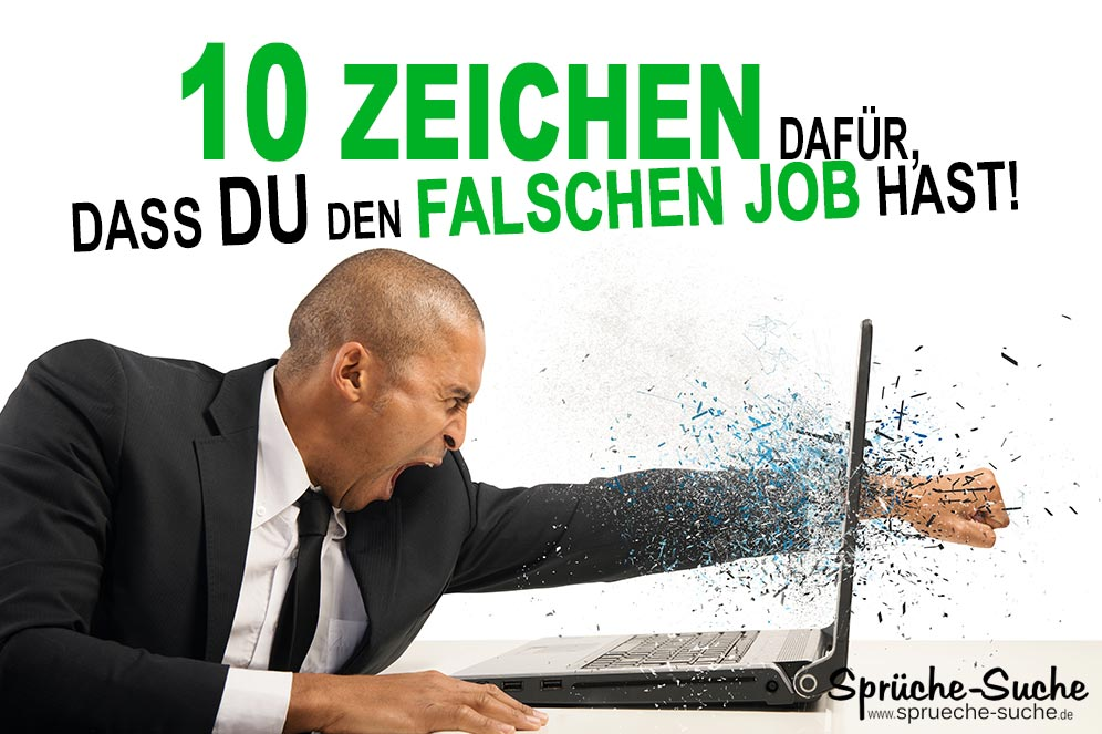 Genervter Mann zerschlägt seinen Laptopbildschirm mit der Faust - Stress im Büro