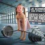 Kleines Mädchen beim Gewichtheben - Eine unlösbare Aufgabe?