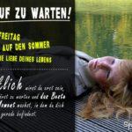 Hör auf zu warten - Sprüche über das Leben und Weisheiten zum Nachdenken | Frau nachdenklich auf Steg am Wasser