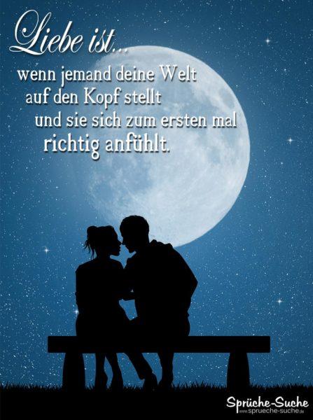 Liebe ist Sprüche - Pärchen auf Parkbank bei Mondschein