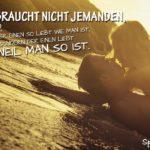 Liebe Sprüche - Liebespaar am Strand bei Sonnenuntergang