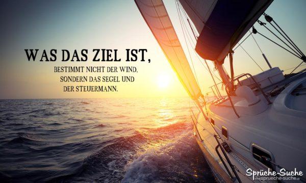 Segelboot auf offenen Meer bei Sonnenuntergang als Spruchbild