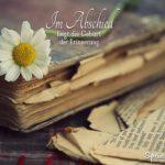 Abschied Spruch - Geburt der Erinnerung - Altes Buch mit Gänseblümchen