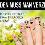 Bemalte Finger mit Gesichtern - Pro Familie und Freunde Spruch