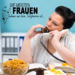 Lustiger Spruch über Frauen - Sußigkeiten am Arbeitsplatz beim Telefonieren essen