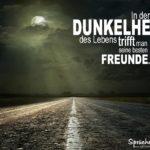 Einsame Straße bei Nacht - Schöner Spruch über Freundschaft