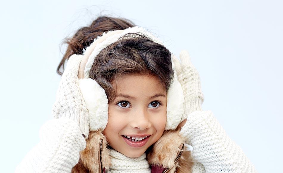 Mädchen mit weißen Ohrenschützern