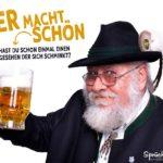 Bier macht schön Spruch mit alten Mann mit Hut und einem Glas Bier in der Hand