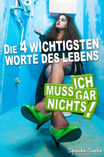 Rauchende Frau mit grünen High Heels auf Toilette