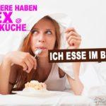 Sex in der Küche Spruch - Frau liegt im Bett und denkt über Sex nach