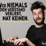 Versatnd verlieren - Spruch lustig mit Mann vor Computer
