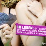 2 Halbnackte Frauen - Lebensweisheit - Mit schlechten Karten spielen können