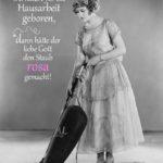 Frauen für die Hausarbeit geboren - Spruch mit Frau und Staubsauger