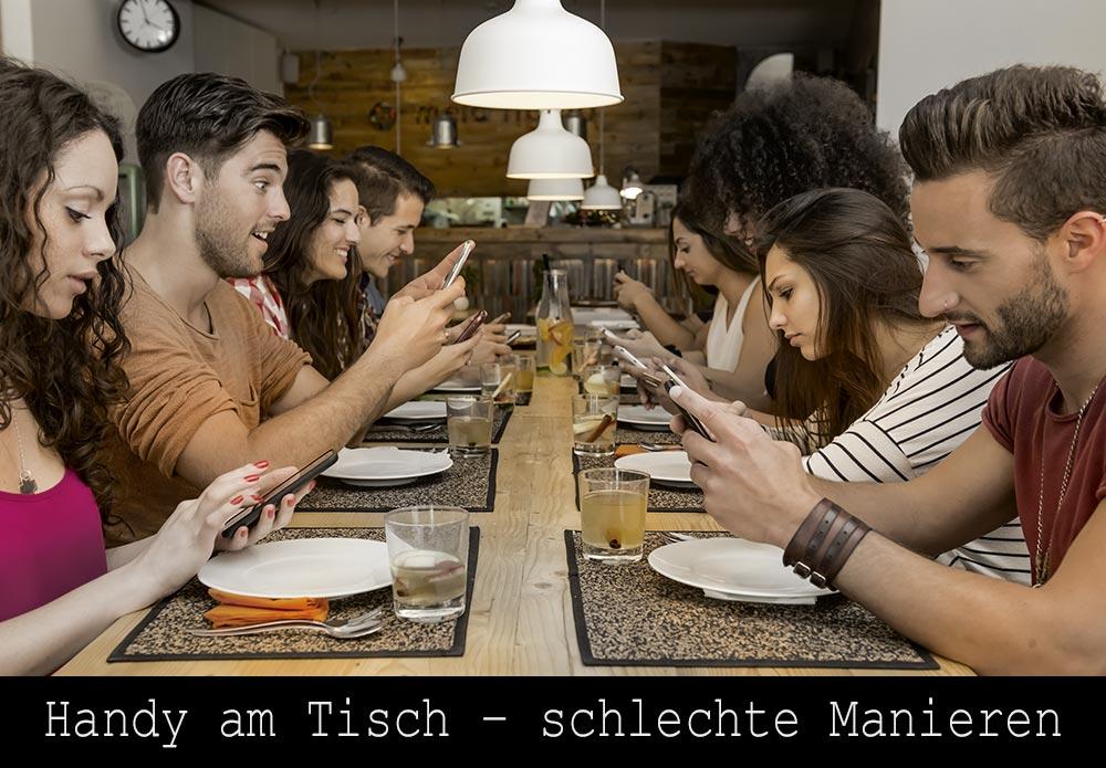 Handy am Tisch - schlechte Manieren