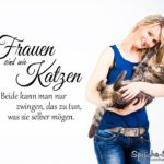 Hübsche Frau mit Kater auf dem Arm: Sprüche Frauen sind wie Katzen
