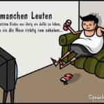 Idioten Sprüche - Mann mit Bierdose auf Sofa schaut Fernsehen