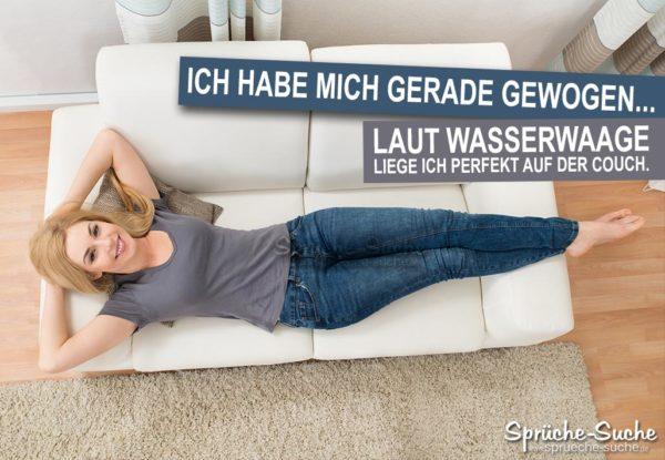 Frau liefgt auf der Couch - Lustiger Spruch Wasserwaage