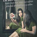 Hübsche Frau vor Spiegel - Zu sich selbst kommen Sprüche, Gedanken und Weisheiten