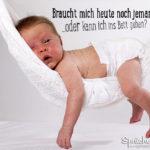 Baby in Hängematte lustiger Spruch müde sein