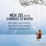 Frau schaukelt vor Bergsee - Mein Ziel ist es, stinkreich zu werden - Sprüche zum Nachdenken Reichtum