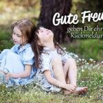 2 Mädchen aneinander gelehnt - Freundschaft Sprüche - Gute Freunde geben Dir ehrlich Rückmeldung