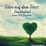 Wiese mit Baum in Herzform - Sprüche zum Nachdenken - Höre auf dein Herz