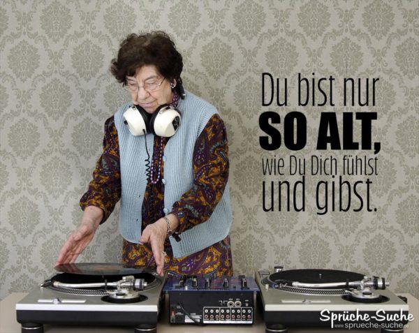 Ältere Frau als DJ - Sprüche alt werden